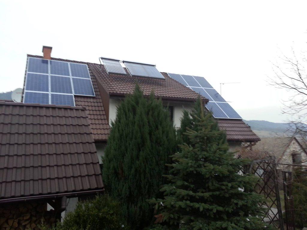Panele słoneczne i kolektor